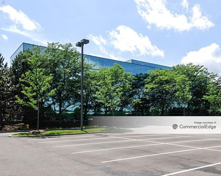 Hamilton Lakes Business Park - 450 Devon Avenue - Itasca