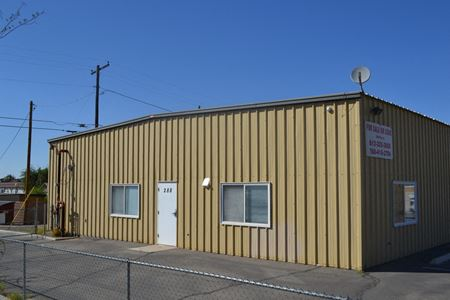 Immaculate Industrial Location with On-Suite Apartment - Yuma