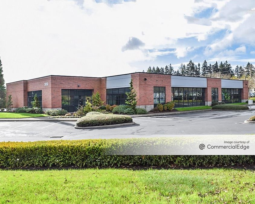 AmberGlen Business Center - Building 8900