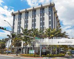 12550 Biscayne Blvd - North Miami