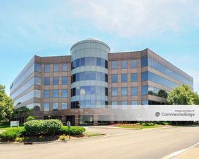 Hamilton Lakes Business Park - 1250 North Arlington Heights Road