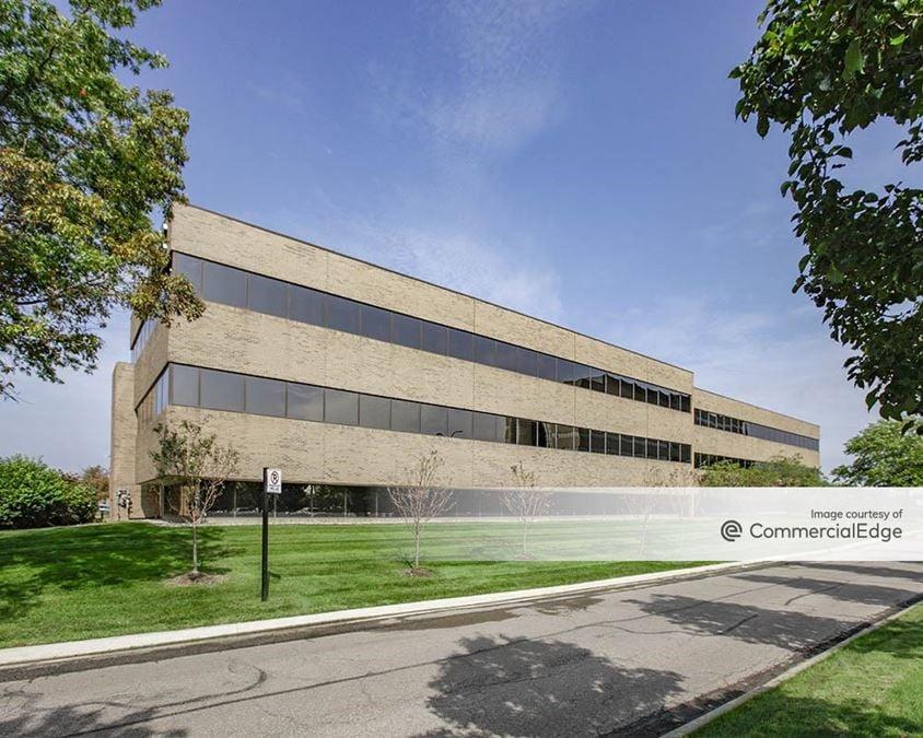 Robbins Executive Park West - 950 Stephenson Hwy