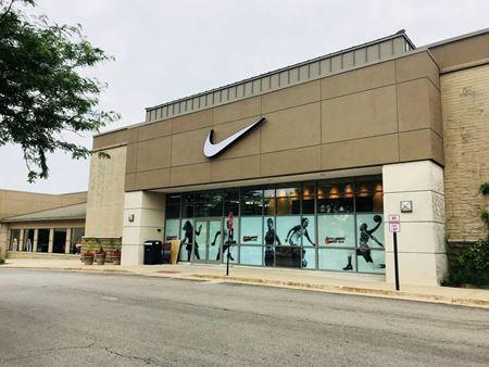The Shops at Oak Brook Place - Oak Brook