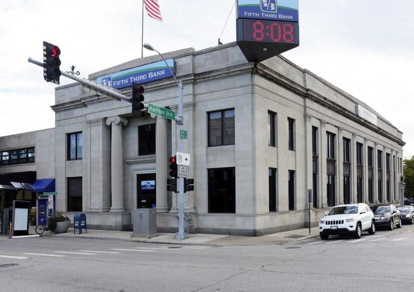 840 S Oak Park Ave