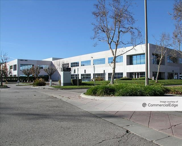 931 Corporate Center