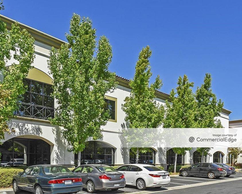 Via Verde Corporate Plaza - 140 & 160 East Via Verde