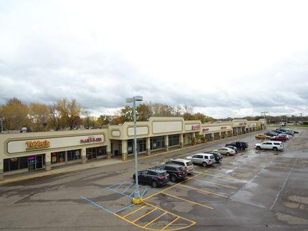 Pickwick Shopping Center - Warren