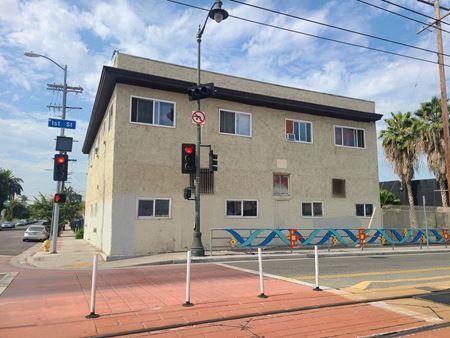 Value-Add: 12 Unit Apartment Building - Los Angeles