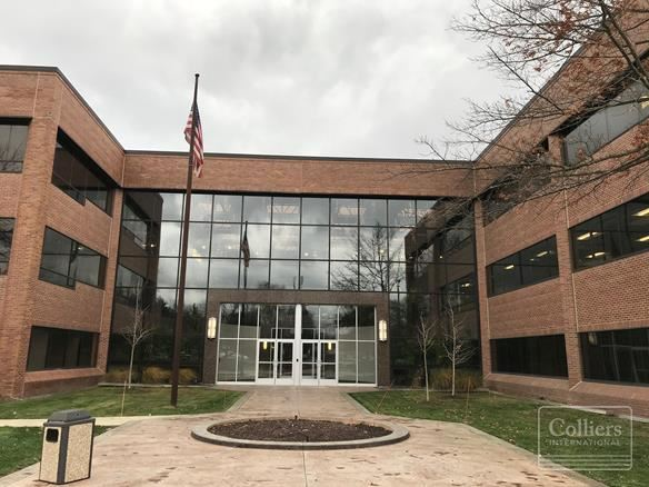 For Sublease > 1,860 SF Class A Office at The Gateway Building Farmington Hills MI Furniture Available