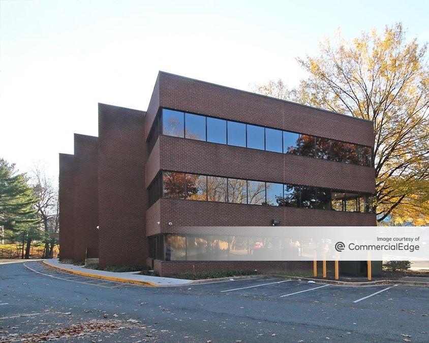 Parklawn Business Park - Lexington Building & Parklawn Plaza