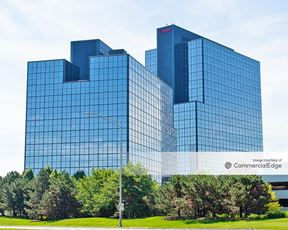 Woodfield Corporate Center - 425 & 475 North Martingale Road