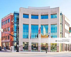 200 Renaissance Center
