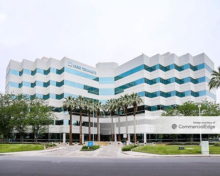 GEM Discovery Plaza - Bakersfield