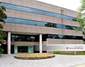 Meadow Brook Corporate Park - 300 Corporate Pkwy