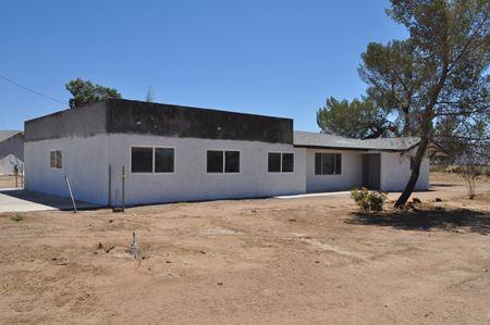 17077 Navajo Rd - Apple Valley