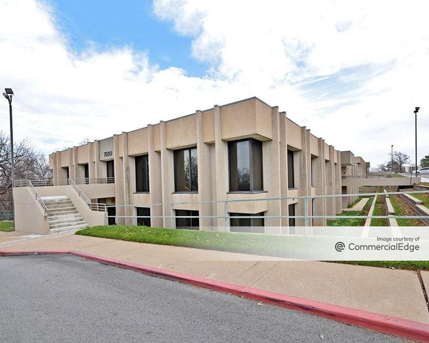 Copper Oaks Office Complex - 7010 & 7020 South Yale Avenue