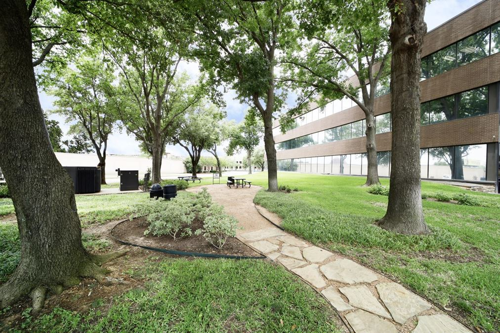 524 E Lamar Office Centre