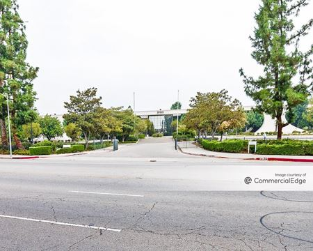 20525 Nordhoff Street - Los Angeles