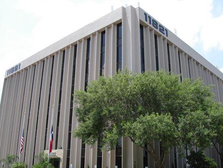 11821 East Freeway - Houston
