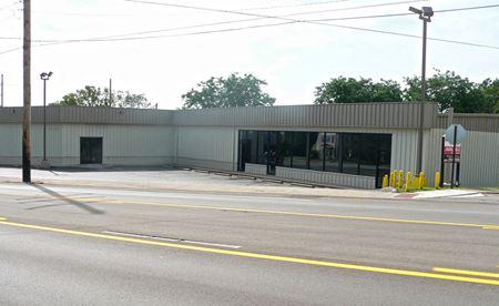 Retail/Warehouse Facility - Frankfort