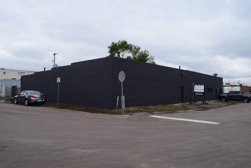 3,192-6,605 Office/Warehouse