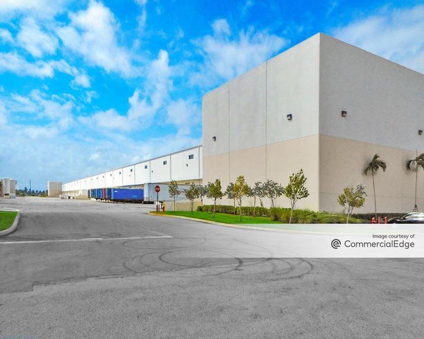 Centergate at Gratigny - 5801 & 5821 East 10th Avenue
