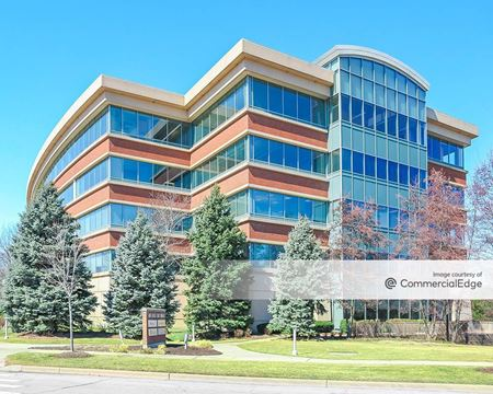 Millbrook Business Center - 485 East Half Day Road - Buffalo Grove