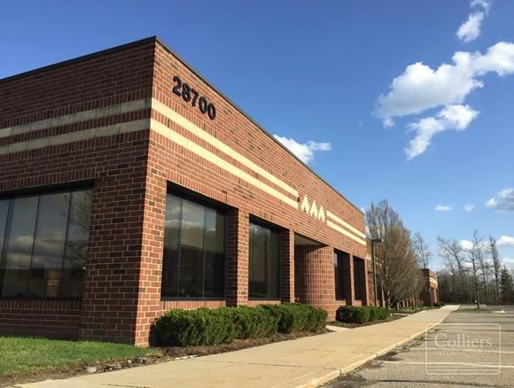 For Sublease > Cabot Technology Centre Industrial / Flex 15,056 SF Through November 2024