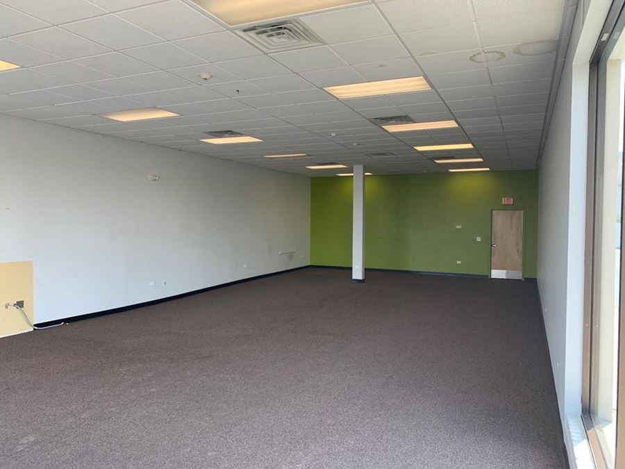 Endcap Space on Roosevelt Rd