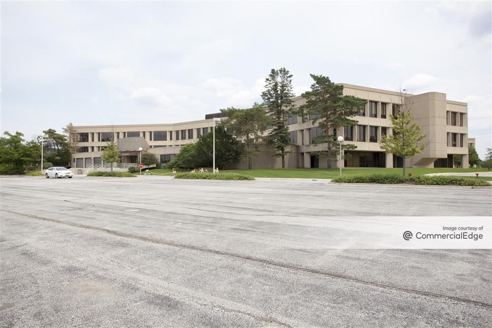 Kemper Lakes Business Center - One Corporate Drive