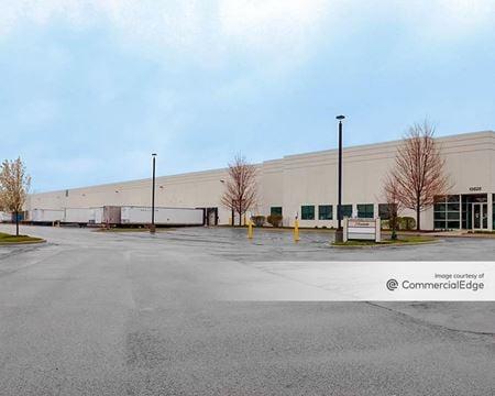 Green Oaks Business Center - 13825 West Business Center Drive - Lake Forest
