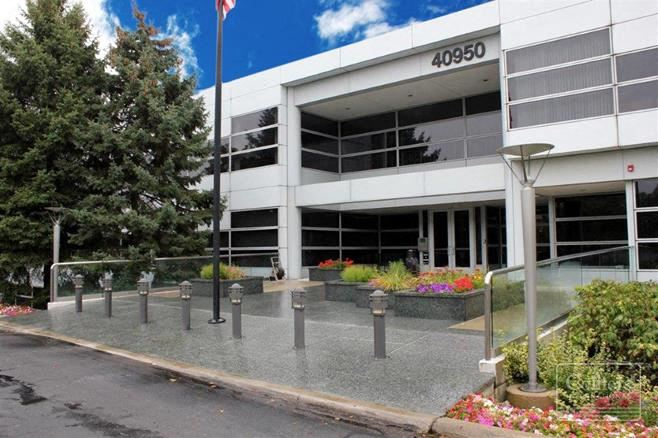 For Sublease > 4,990 SF Office Available for Quick Occupancy Bloomfield Hills MI