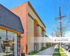 22554 Ventura Blvd - Woodland Hills