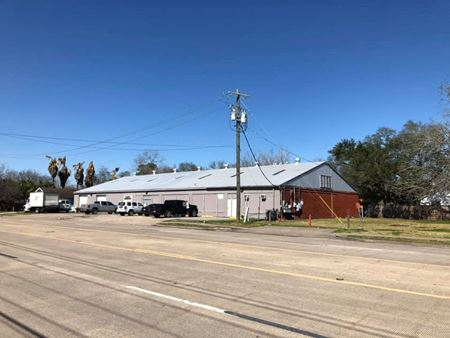 3-Property Combination: Warehouse/Retail with Offices, Vacant Lot, Freestanding Commercial/SFR - Dickinson