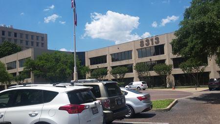 8313 Southwest Fwy - Houston
