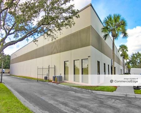 Crownpointe Commerce Park - 7600 Kingspointe Pkwy - Orlando