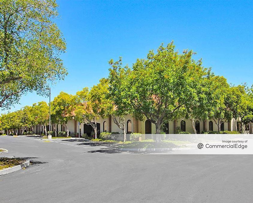 El Gato Bussiness Park - 120 & 130 Knowles Drive