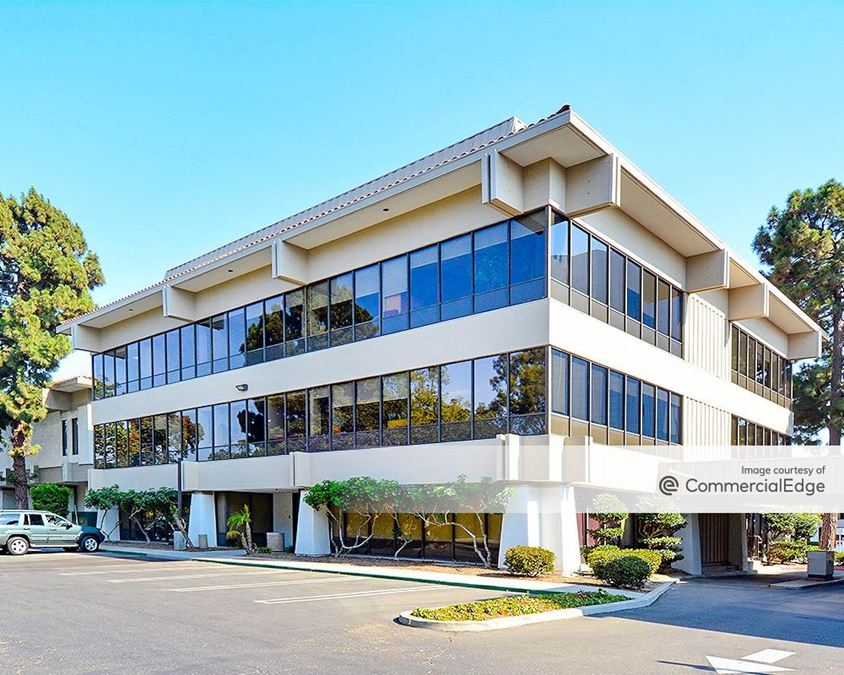 Topa Financial Plaza - 325-460 East Esplanade Drive & 2420 East Vineyard Avenue