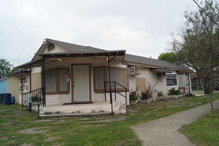 402 Bynum Avenue - San Antonio