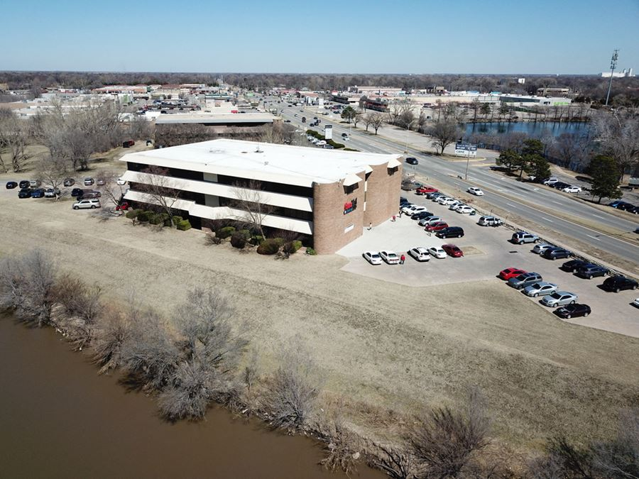 LEASING INCENTIVES! RIVER FRONT OFFICE SPACES, FREE RENT!