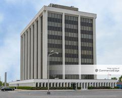 Van Dyke Comerica Building - Warren
