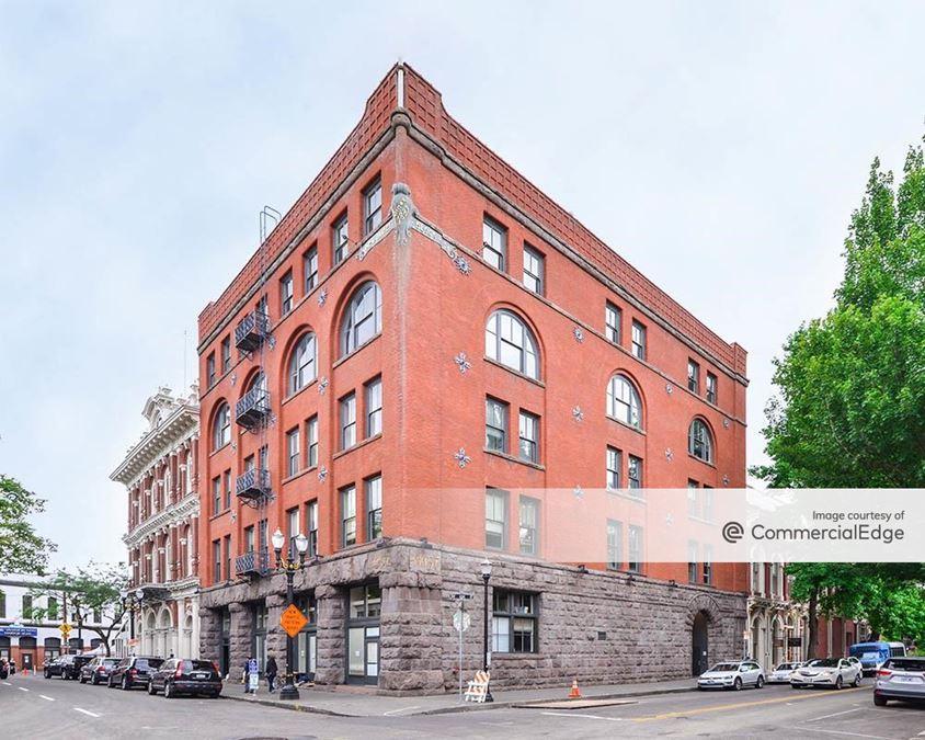 135 SW Ash Street