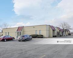 One Smoketree Office Complex - North Aurora