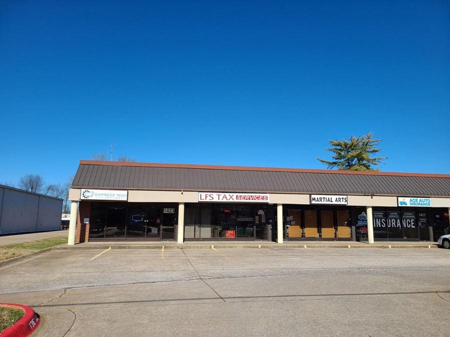1423 W Walnut St - Rogers, AR