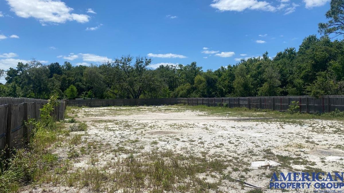 Fenced Yard near I-75 in Lakewood Ranch