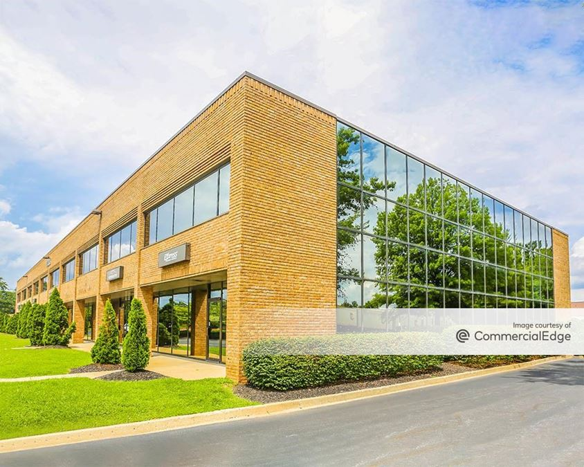 Commonwealth Business Center - 11003 Bluegrass Pkwy