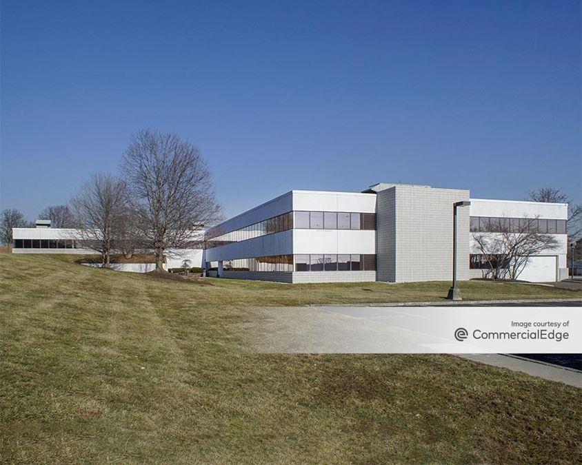 Pennsylvania Business Campus - 400-445 Lakeside Drive