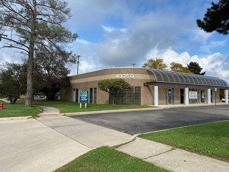 43750 Woodward Ave - Bloomfield Township