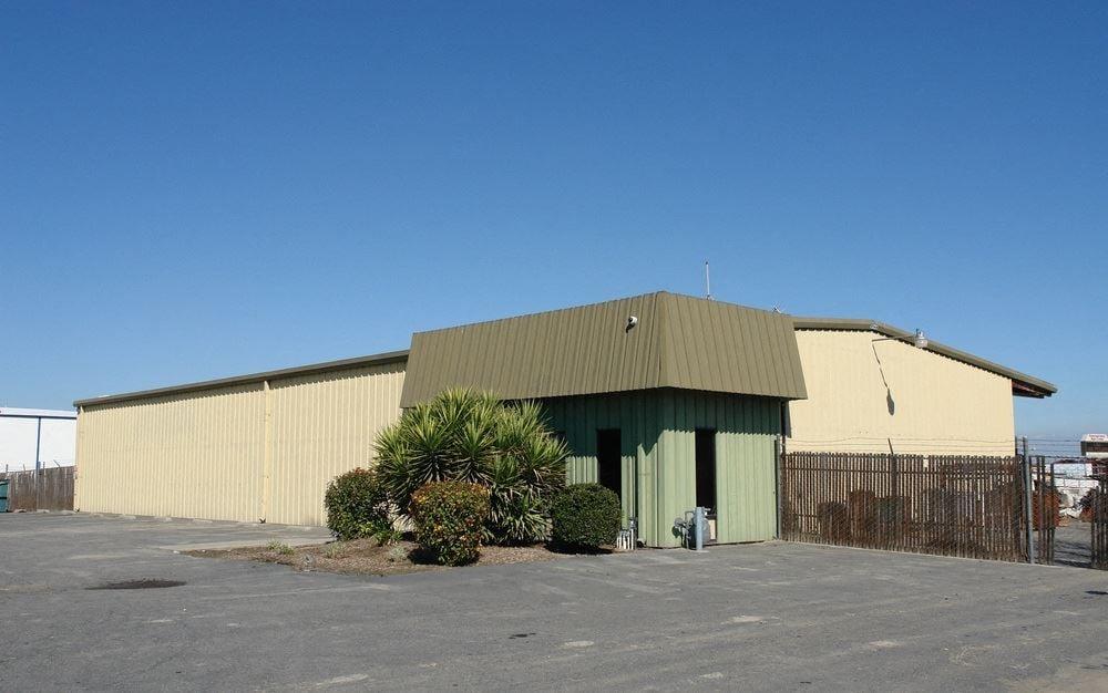 Freestanding Office/Warehouse + 3.25 AC Yard Off CA-99