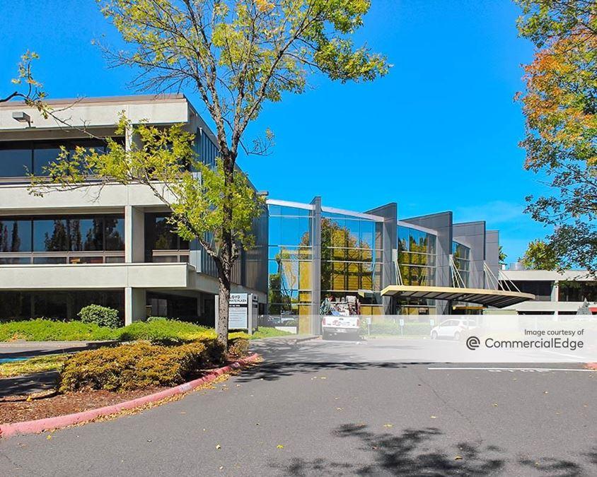 Lloyd Corporate Plaza